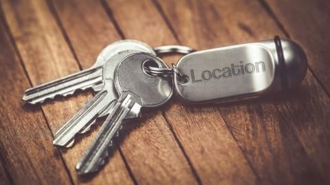 Un porte clés avec plusieurs clés de logement